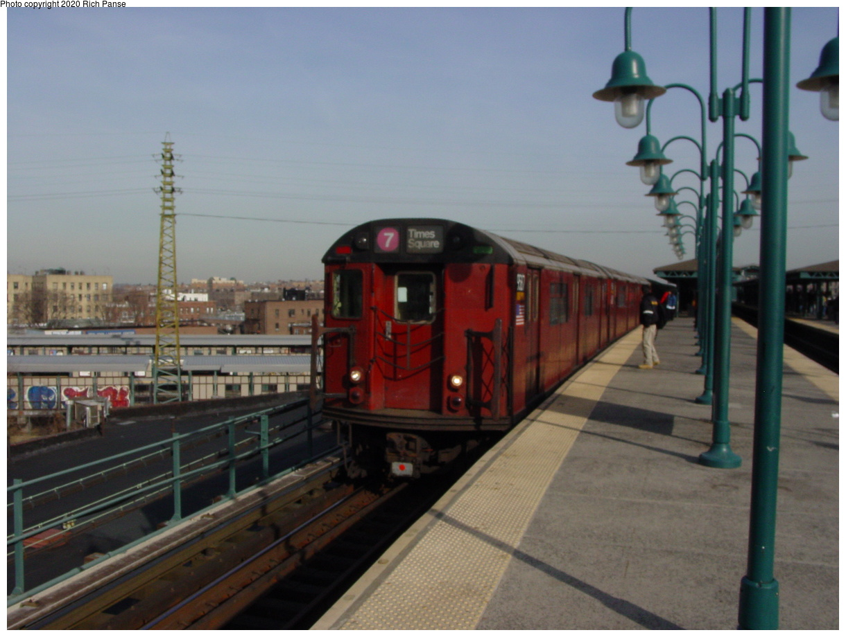 (62k, 820x620)<br><b>Country:</b> United States<br><b>City:</b> New York<br><b>System:</b> New York City Transit<br><b>Line:</b> IRT Flushing Line<br><b>Location:</b> 61st Street/Woodside <br><b>Route:</b> 7<br><b>Car:</b> R-36 World's Fair (St. Louis, 1963-64) 9587 <br><b>Photo by:</b> Richard Panse<br><b>Date:</b> 2/3/2003<br><b>Viewed (this week/total):</b> 5 / 2650