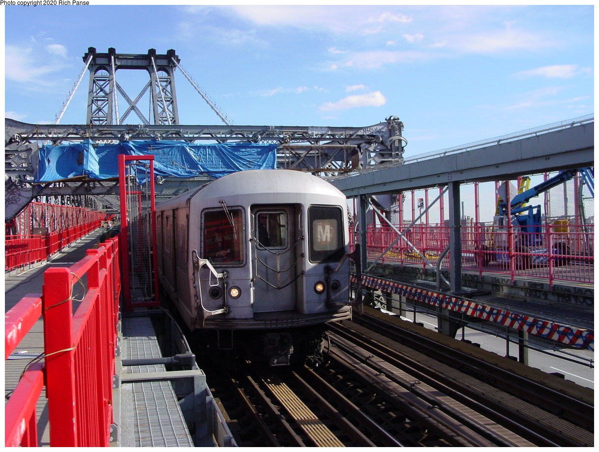 (101k, 820x620)<br><b>Country:</b> United States<br><b>City:</b> New York<br><b>System:</b> New York City Transit<br><b>Line:</b> BMT Nassau Street/Jamaica Line<br><b>Location:</b> Williamsburg Bridge<br><b>Route:</b> M<br><b>Car:</b> R-42 (St. Louis, 1969-1970)   <br><b>Photo by:</b> Richard Panse<br><b>Date:</b> 2/5/2003<br><b>Viewed (this week/total):</b> 0 / 3389