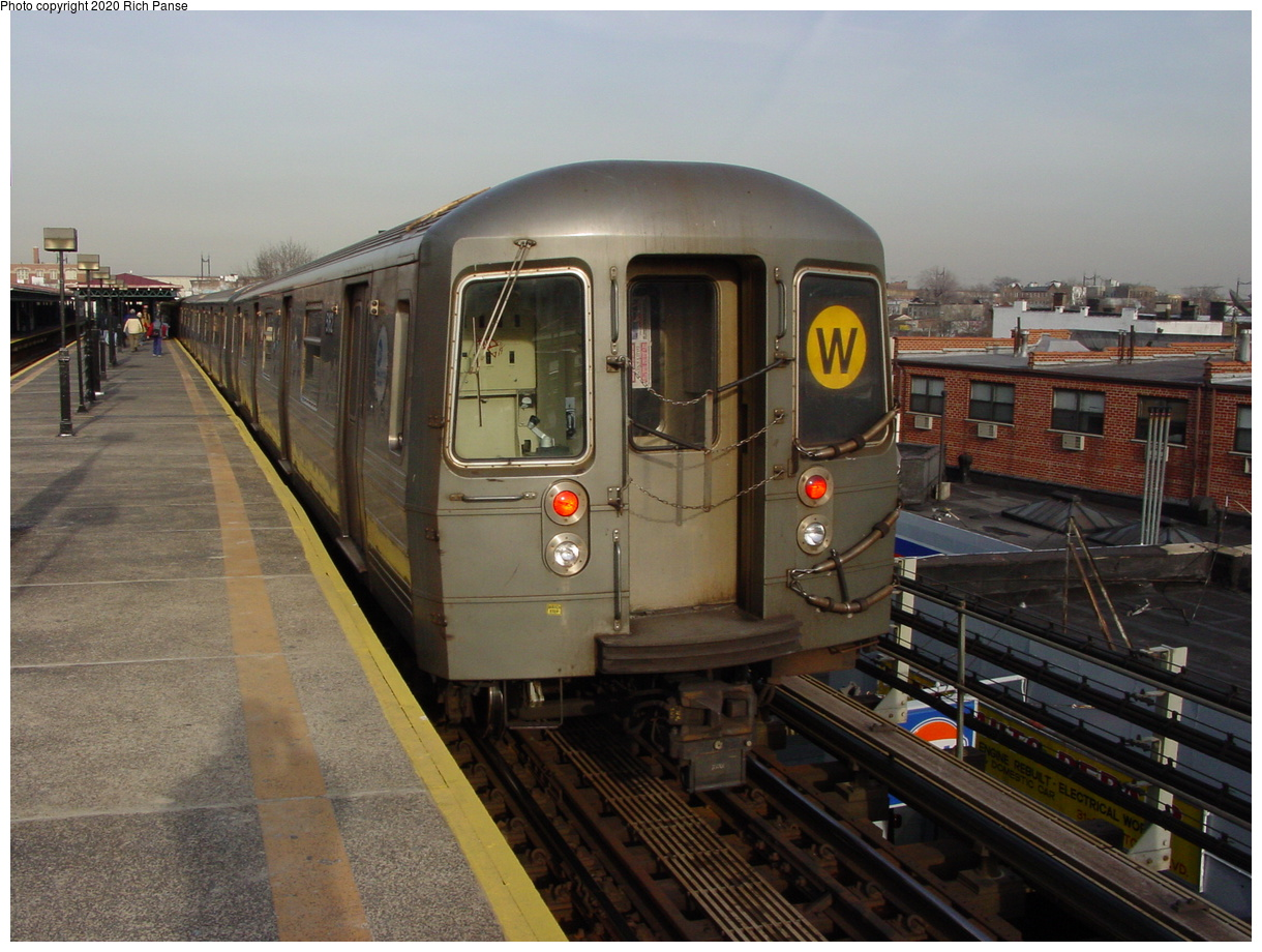 (76k, 820x620)<br><b>Country:</b> United States<br><b>City:</b> New York<br><b>System:</b> New York City Transit<br><b>Line:</b> BMT Astoria Line<br><b>Location:</b> Astoria Boulevard/Hoyt Avenue <br><b>Route:</b> W<br><b>Car:</b> R-68/R-68A Series (Number Unknown)  <br><b>Photo by:</b> Richard Panse<br><b>Date:</b> 2/3/2003<br><b>Viewed (this week/total):</b> 0 / 4249