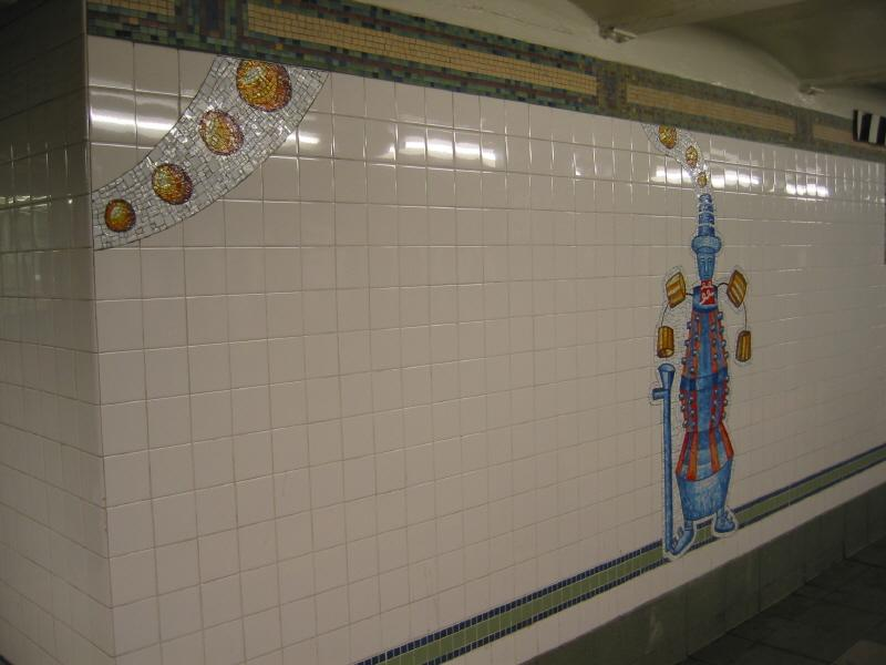 (46k, 800x600)<br><b>Country:</b> United States<br><b>City:</b> New York<br><b>System:</b> New York City Transit<br><b>Line:</b> BMT Broadway Line<br><b>Location:</b> 28th Street <br><b>Photo by:</b> Warren Sze<br><b>Date:</b> 5/31/2003<br><b>Artwork:</b> <i>City Dwellers</i>, Mark Hadjipateras (2002).<br><b>Viewed (this week/total):</b> 3 / 1863