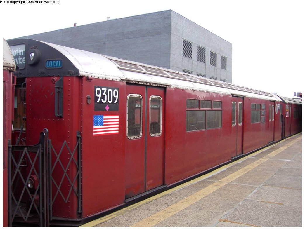 (145k, 1044x788)<br><b>Country:</b> United States<br><b>City:</b> New York<br><b>System:</b> New York City Transit<br><b>Line:</b> IRT Flushing Line<br><b>Location:</b> Court House Square/45th Road <br><b>Car:</b> R-33 World's Fair (St. Louis, 1963-64) 9309 <br><b>Photo by:</b> Brian Weinberg<br><b>Date:</b> 6/17/2003<br><b>Viewed (this week/total):</b> 1 / 2782