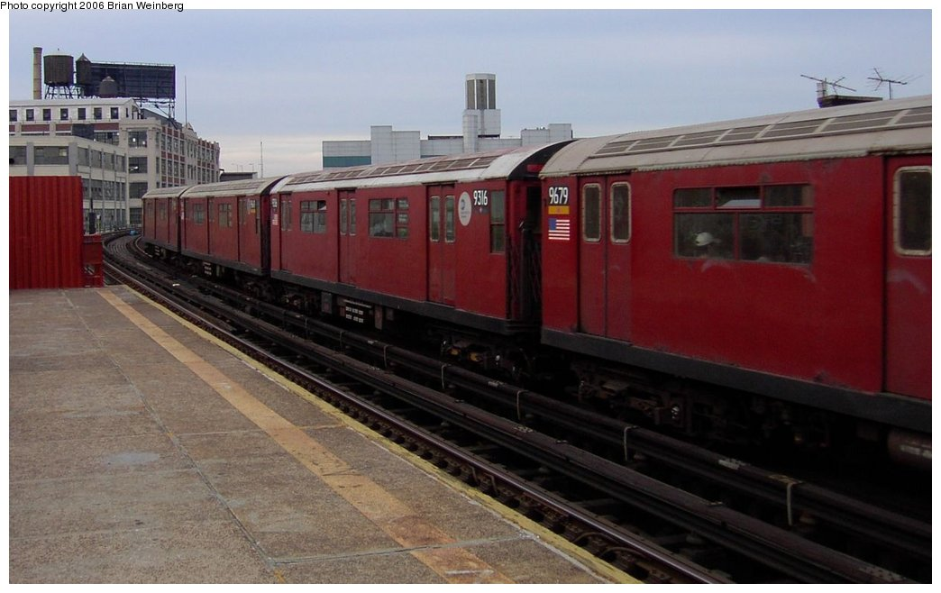 (124k, 1044x658)<br><b>Country:</b> United States<br><b>City:</b> New York<br><b>System:</b> New York City Transit<br><b>Line:</b> IRT Flushing Line<br><b>Location:</b> Court House Square/45th Road <br><b>Car:</b> R-33 World's Fair (St. Louis, 1963-64) 9316 <br><b>Photo by:</b> Brian Weinberg<br><b>Date:</b> 6/17/2003<br><b>Viewed (this week/total):</b> 0 / 1774