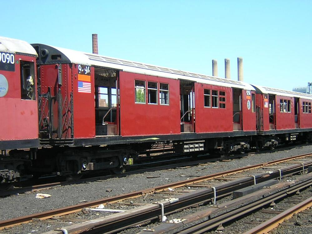 (154k, 999x749)<br><b>Country:</b> United States<br><b>City:</b> New York<br><b>System:</b> New York City Transit<br><b>Location:</b> 207th Street Yard<br><b>Car:</b> R-33 Main Line (St. Louis, 1962-63) 9294 <br><b>Photo by:</b> Glenn L. Rowe<br><b>Date:</b> 5/19/2003<br><b>Viewed (this week/total):</b> 2 / 3769
