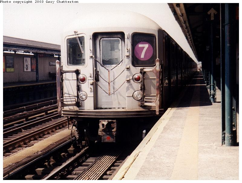 (82k, 800x606)<br><b>Country:</b> United States<br><b>City:</b> New York<br><b>System:</b> New York City Transit<br><b>Line:</b> IRT Flushing Line<br><b>Location:</b> 52nd Street/Lincoln Avenue <br><b>Route:</b> 7<br><b>Car:</b> R-62A (Bombardier, 1984-1987)  1725 <br><b>Photo by:</b> Gary Chatterton<br><b>Date:</b> 5/2003<br><b>Viewed (this week/total):</b> 0 / 2183