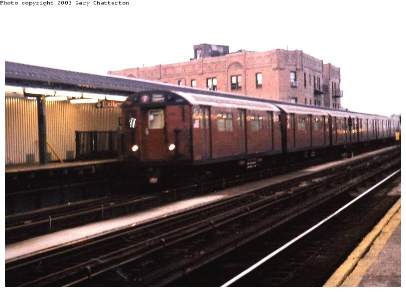 (62k, 815x586)<br><b>Country:</b> United States<br><b>City:</b> New York<br><b>System:</b> New York City Transit<br><b>Line:</b> IRT Flushing Line<br><b>Location:</b> 52nd Street/Lincoln Avenue <br><b>Route:</b> 7<br><b>Car:</b> R-36 World's Fair (St. Louis, 1963-64) 9761 <br><b>Photo by:</b> Gary Chatterton<br><b>Date:</b> 6/10/2003<br><b>Viewed (this week/total):</b> 2 / 3823