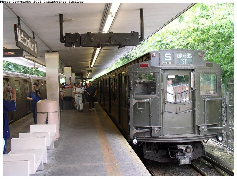 (98k, 820x619)<br><b>Country:</b> United States<br><b>City:</b> New York<br><b>System:</b> New York City Transit<br><b>Line:</b> BMT Myrtle Avenue Line<br><b>Location:</b> Metropolitan Avenue <br><b>Route:</b> Fan Trip<br><b>Car:</b> R-4 (American Car & Foundry, 1932-1933) 484 <br><b>Photo by:</b> Christopher Sattler<br><b>Date:</b> 6/28/2003<br><b>Viewed (this week/total):</b> 1 / 4938