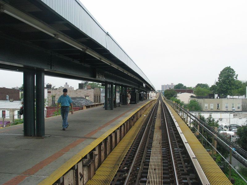 (101k, 800x600)<br><b>Country:</b> United States<br><b>City:</b> New York<br><b>System:</b> New York City Transit<br><b>Line:</b> BMT Nassau Street/Jamaica Line<br><b>Location:</b> Van Siclen Avenue <br><b>Photo by:</b> Robert Pastore<br><b>Date:</b> 4/27/2003<br><b>Viewed (this week/total):</b> 1 / 3004