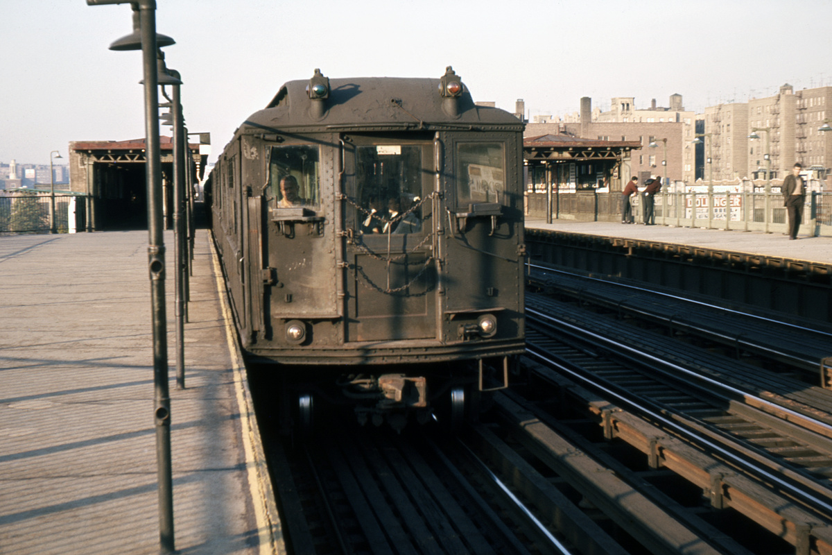 (399k, 1044x729)<br><b>Country:</b> United States<br><b>City:</b> New York<br><b>System:</b> New York City Transit<br><b>Line:</b> IRT Woodlawn Line<br><b>Location:</b> 161st Street/River Avenue (Yankee Stadium) <br><b>Car:</b> Low-V  <br><b>Photo by:</b> Ed Davis, Sr.<br><b>Collection of:</b> David Pirmann<br><b>Viewed (this week/total):</b> 2 / 3769