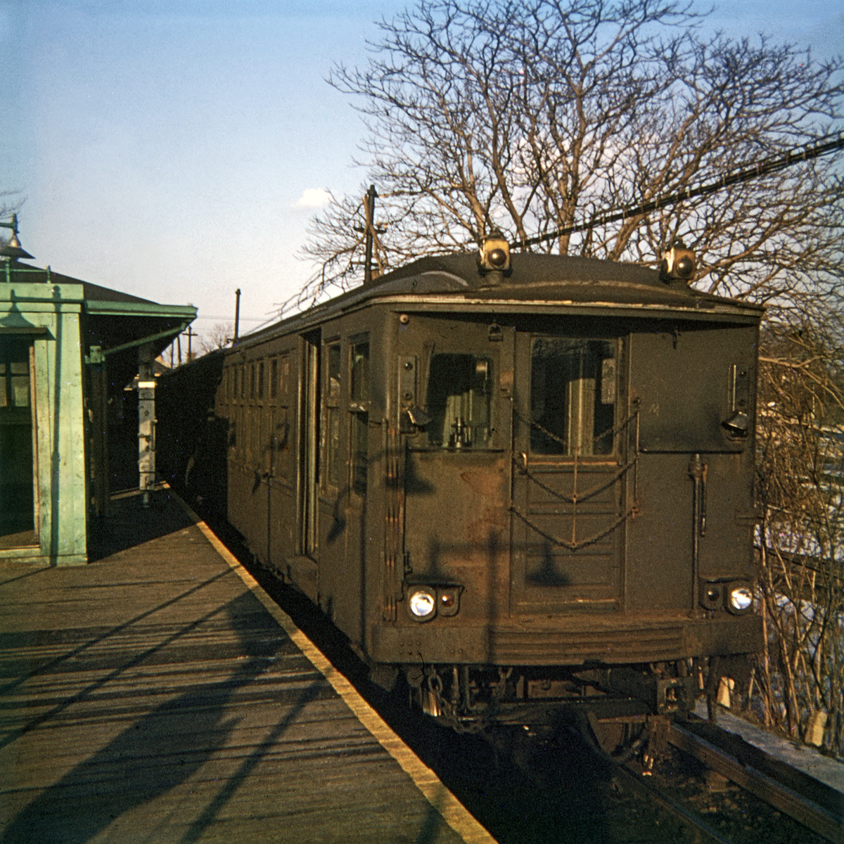 (530k, 1044x849)<br><b>Country:</b> United States<br><b>City:</b> New York<br><b>System:</b> New York City Transit<br><b>Line:</b> BMT Myrtle Avenue Line<br><b>Location:</b> Metropolitan Avenue <br><b>Car:</b> BMT Q  <br><b>Photo by:</b> Steve Hoskins<br><b>Collection of:</b> David Pirmann<br><b>Date:</b> 1/1967<br><b>Viewed (this week/total):</b> 1 / 3097