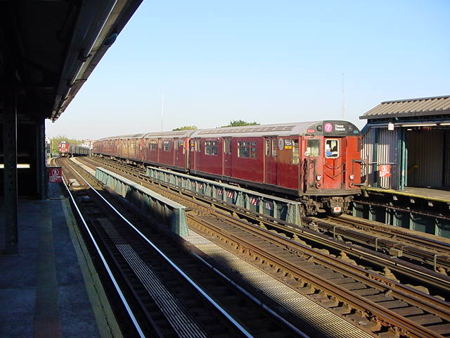 (61k, 640x480)<br><b>Country:</b> United States<br><b>City:</b> New York<br><b>System:</b> New York City Transit<br><b>Line:</b> IRT Flushing Line<br><b>Location:</b> 52nd Street/Lincoln Avenue <br><b>Route:</b> 7<br><b>Car:</b> R-36 World's Fair (St. Louis, 1963-64) 9664 <br><b>Photo by:</b> Salaam Allah<br><b>Date:</b> 9/17/2002<br><b>Viewed (this week/total):</b> 3 / 1795