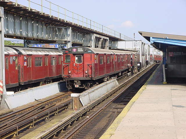 (59k, 640x480)<br><b>Country:</b> United States<br><b>City:</b> New York<br><b>System:</b> New York City Transit<br><b>Line:</b> IRT Flushing Line<br><b>Location:</b> 111th Street <br><b>Route:</b> 7<br><b>Car:</b> R-36 World's Fair (St. Louis, 1963-64)  <br><b>Photo by:</b> Salaam Allah<br><b>Date:</b> 9/21/2002<br><b>Viewed (this week/total):</b> 0 / 3874