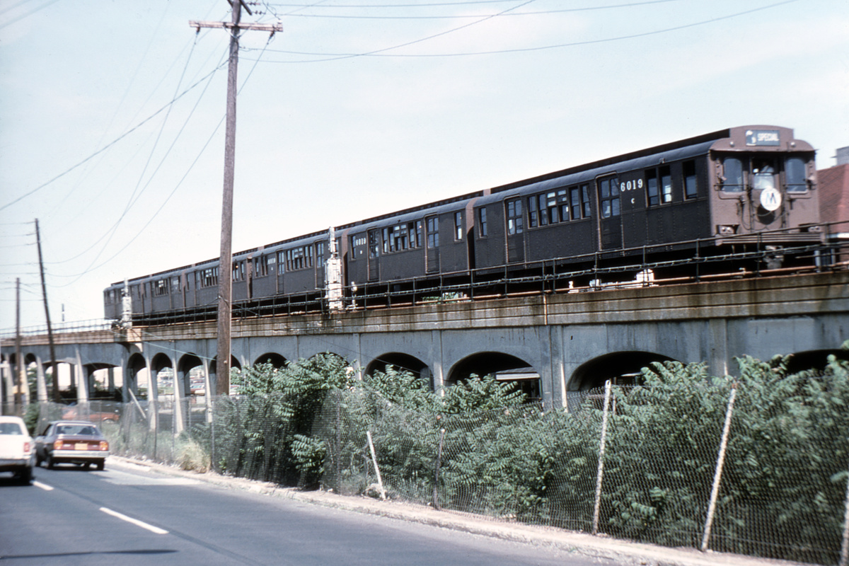(444k, 1044x708)<br><b>Country:</b> United States<br><b>City:</b> New York<br><b>System:</b> New York City Transit<br><b>Line:</b> IND Rockaway<br><b>Location:</b> Between 108th st and 116th St/Rockaway Park<br><b>Car:</b> BMT D-Type Triplex 6019 <br><b>Collection of:</b> David Pirmann<br><b>Viewed (this week/total):</b> 2 / 2586