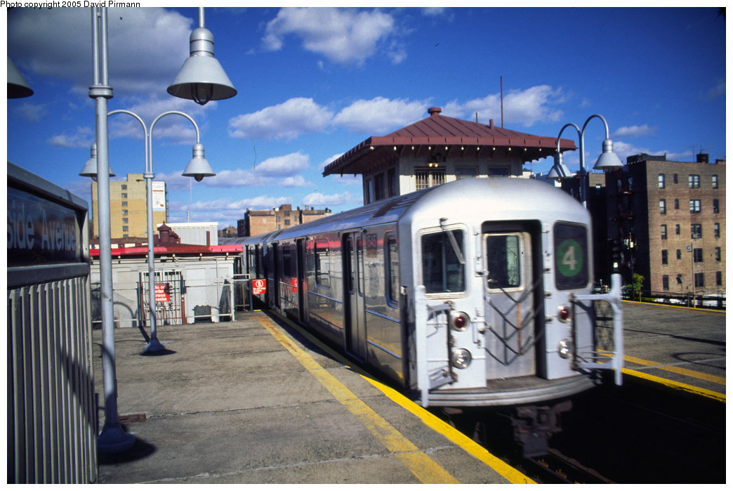 (195k, 1044x699)<br><b>Country:</b> United States<br><b>City:</b> New York<br><b>System:</b> New York City Transit<br><b>Line:</b> IRT Woodlawn Line<br><b>Location:</b> Burnside Avenue <br><b>Route:</b> 4<br><b>Car:</b> R-62 (Kawasaki, 1983-1985)  1545 <br><b>Photo by:</b> David Pirmann<br><b>Date:</b> 12/5/1999<br><b>Viewed (this week/total):</b> 2 / 5077