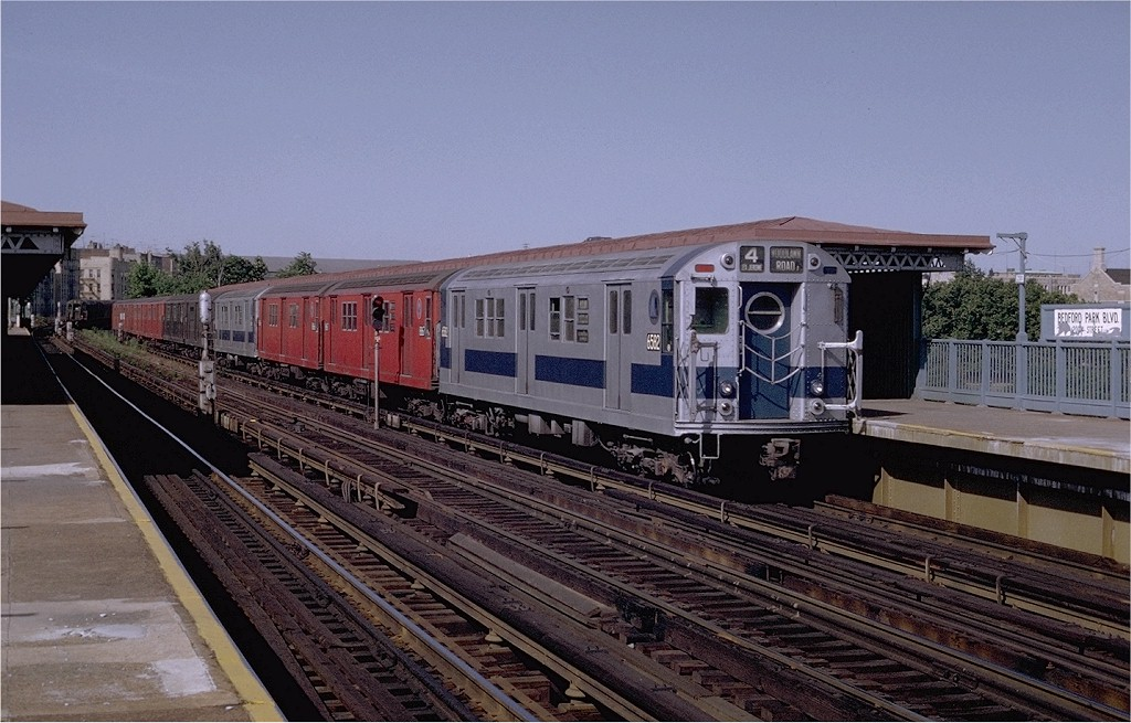 (203k, 1024x655)<br><b>Country:</b> United States<br><b>City:</b> New York<br><b>System:</b> New York City Transit<br><b>Line:</b> IRT Woodlawn Line<br><b>Location:</b> Bedford Park Boulevard <br><b>Route:</b> 4<br><b>Car:</b> R-17 (St. Louis, 1955-56) 6582 <br><b>Photo by:</b> Joe Testagrose<br><b>Date:</b> 6/13/1970<br><b>Viewed (this week/total):</b> 0 / 2393