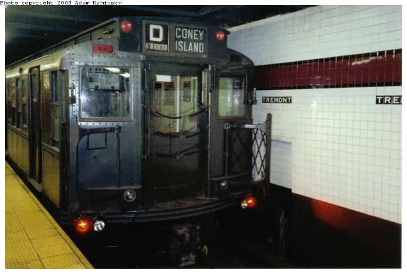 (58k, 820x553)<br><b>Country:</b> United States<br><b>City:</b> New York<br><b>System:</b> New York City Transit<br><b>Line:</b> IND Concourse Line<br><b>Location:</b> Tremont Avenue <br><b>Route:</b> Fan Trip<br><b>Car:</b> R-4 (American Car & Foundry, 1932-1933) 484 <br><b>Photo by:</b> Adam Kaminsky<br><b>Date:</b> 8/24/2003<br><b>Viewed (this week/total):</b> 0 / 3981