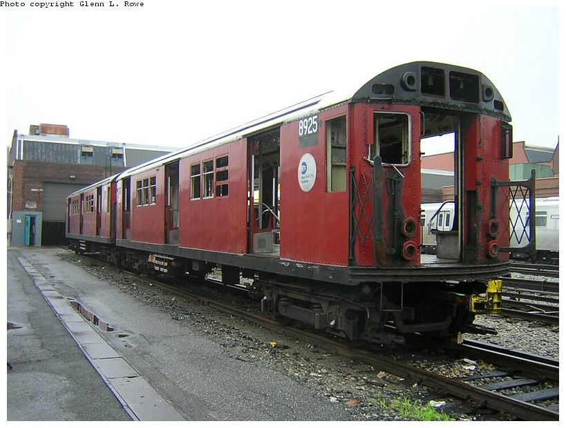 (128k, 820x620)<br><b>Country:</b> United States<br><b>City:</b> New York<br><b>System:</b> New York City Transit<br><b>Location:</b> 207th Street Yard<br><b>Car:</b> R-33 Main Line (St. Louis, 1962-63) 8925 <br><b>Photo by:</b> Glenn L. Rowe<br><b>Date:</b> 6/13/2003<br><b>Viewed (this week/total):</b> 2 / 3693