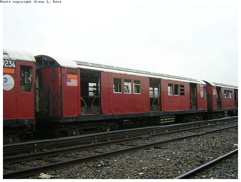 (118k, 820x620)<br><b>Country:</b> United States<br><b>City:</b> New York<br><b>System:</b> New York City Transit<br><b>Location:</b> 207th Street Yard<br><b>Car:</b> R-33 Main Line (St. Louis, 1962-63) 9279 <br><b>Photo by:</b> Glenn L. Rowe<br><b>Date:</b> 5/8/2003<br><b>Viewed (this week/total):</b> 1 / 3238