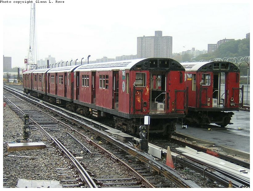 (157k, 820x620)<br><b>Country:</b> United States<br><b>City:</b> New York<br><b>System:</b> New York City Transit<br><b>Location:</b> 207th Street Yard<br><b>Car:</b> R-28 (American Car & Foundry, 1960-61) 7862 <br><b>Photo by:</b> Glenn L. Rowe<br><b>Date:</b> 10/27/2003<br><b>Viewed (this week/total):</b> 2 / 5289