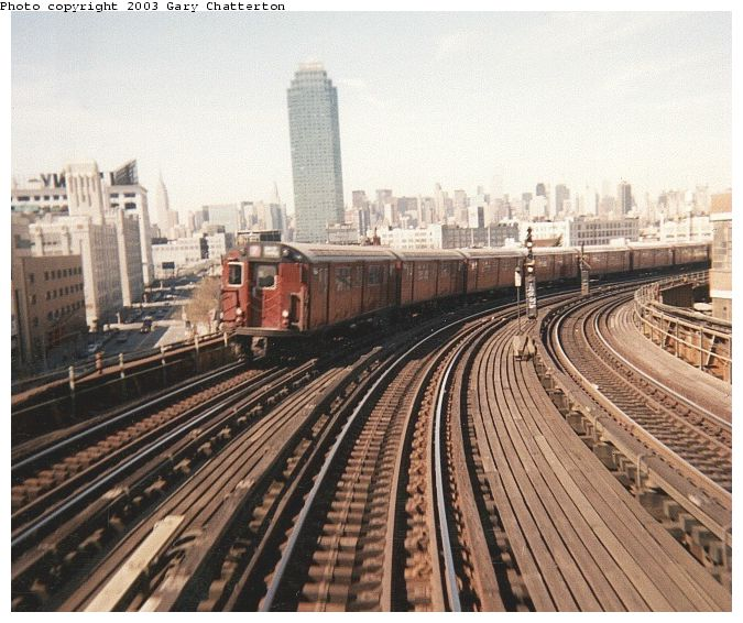 (86k, 675x566)<br><b>Country:</b> United States<br><b>City:</b> New York<br><b>System:</b> New York City Transit<br><b>Line:</b> IRT Flushing Line<br><b>Location:</b> 33rd Street/Rawson Street <br><b>Route:</b> 7<br><b>Car:</b> R-36 World's Fair (St. Louis, 1963-64) 9464 <br><b>Photo by:</b> Gary Chatterton<br><b>Date:</b> 7/11/2000<br><b>Viewed (this week/total):</b> 3 / 3721