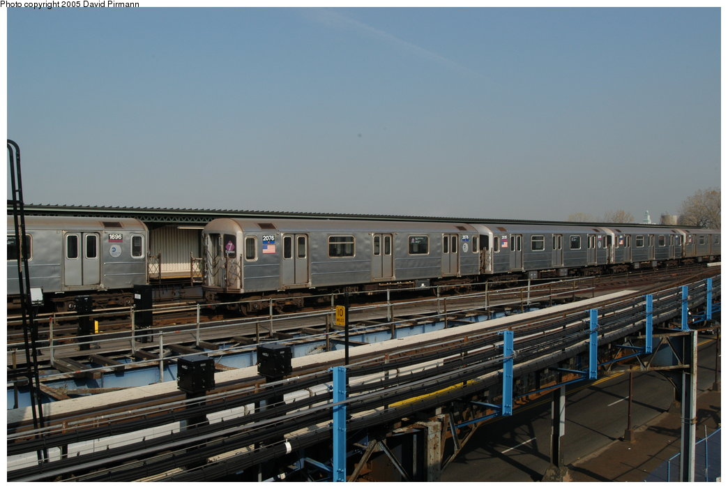 (188k, 1044x701)<br><b>Country:</b> United States<br><b>City:</b> New York<br><b>System:</b> New York City Transit<br><b>Line:</b> IRT Flushing Line<br><b>Location:</b> Willets Point/Mets (fmr. Shea Stadium) <br><b>Route:</b> 7<br><b>Car:</b> R-62A (Bombardier, 1984-1987)  2076 <br><b>Photo by:</b> David Pirmann<br><b>Date:</b> 11/3/2003<br><b>Viewed (this week/total):</b> 1 / 2994