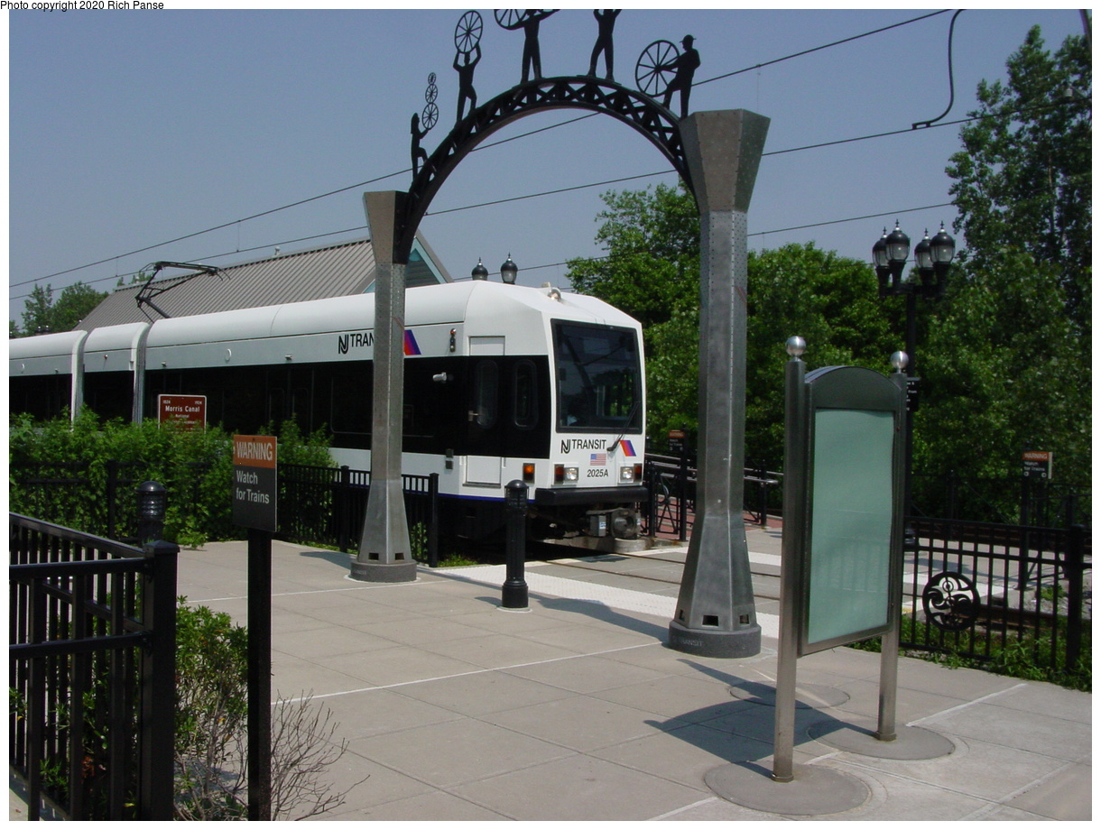 (69k, 768x576)<br><b>Country:</b> United States<br><b>City:</b> Jersey City, NJ<br><b>System:</b> Hudson Bergen Light Rail<br><b>Location:</b> Richard Street <br><b>Car:</b> NJT-HBLR LRV (Kinki-Sharyo, 1998-99)  2025 <br><b>Photo by:</b> Richard Panse<br><b>Date:</b> 2003<br><b>Viewed (this week/total):</b> 5 / 3214