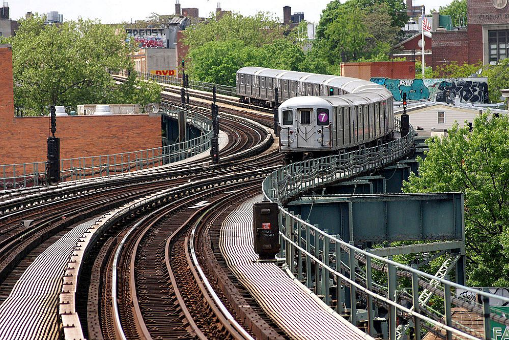 (252k, 1000x669)<br><b>Country:</b> United States<br><b>City:</b> New York<br><b>System:</b> New York City Transit<br><b>Line:</b> IRT Flushing Line<br><b>Location:</b> 61st Street/Woodside <br><b>Route:</b> 7<br><b>Car:</b> R-62A (Bombardier, 1984-1987)   <br><b>Photo by:</b> Richard Chase<br><b>Date:</b> 5/11/2009<br><b>Viewed (this week/total):</b> 3 / 1113