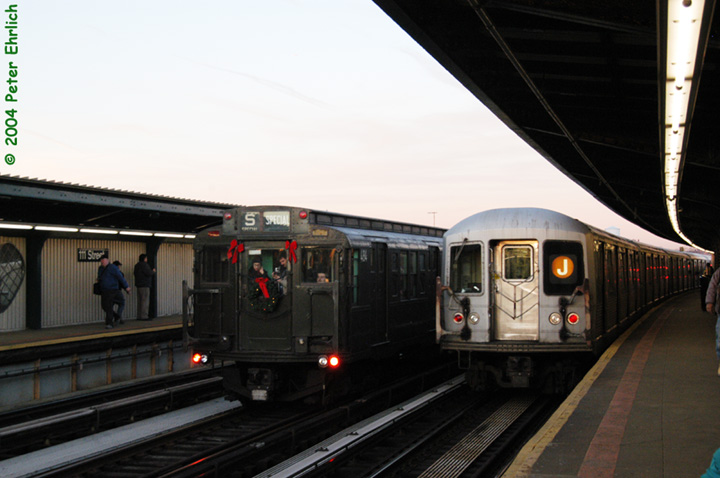 (108k, 720x478)<br><b>Country:</b> United States<br><b>City:</b> New York<br><b>System:</b> New York City Transit<br><b>Line:</b> BMT Nassau Street/Jamaica Line<br><b>Location:</b> 111th Street <br><b>Route:</b> Fan Trip<br><b>Car:</b> R-4 (American Car & Foundry, 1932-1933) 484 <br><b>Photo by:</b> Peter Ehrlich<br><b>Date:</b> 12/28/2003<br><b>Viewed (this week/total):</b> 2 / 3326