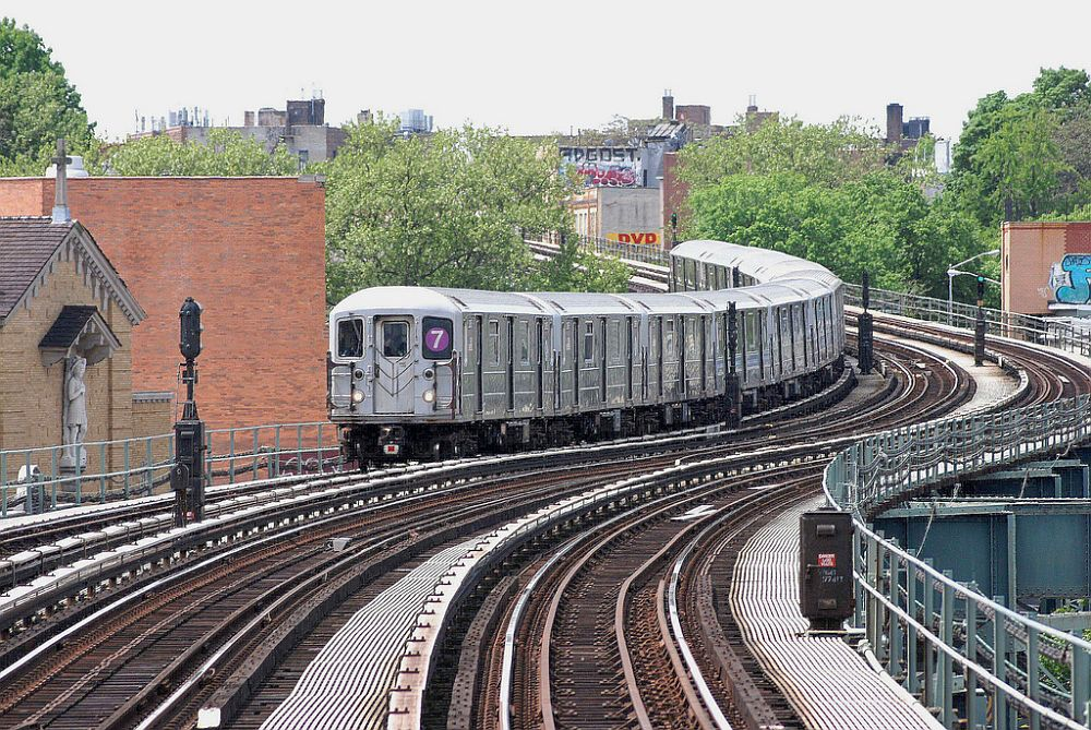 (215k, 1000x669)<br><b>Country:</b> United States<br><b>City:</b> New York<br><b>System:</b> New York City Transit<br><b>Line:</b> IRT Flushing Line<br><b>Location:</b> 61st Street/Woodside <br><b>Route:</b> 7<br><b>Car:</b> R-62A (Bombardier, 1984-1987)   <br><b>Photo by:</b> Richard Chase<br><b>Date:</b> 5/11/2009<br><b>Viewed (this week/total):</b> 0 / 447