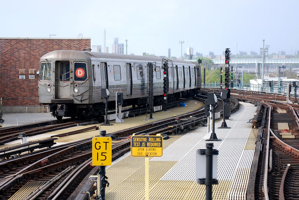 (181k, 1000x669)<br><b>Country:</b> United States<br><b>City:</b> New York<br><b>System:</b> New York City Transit<br><b>Location:</b> Coney Island/Stillwell Avenue<br><b>Route:</b> D<br><b>Car:</b> R-68 (Westinghouse-Amrail, 1986-1988)   <br><b>Photo by:</b> Richard Chase<br><b>Date:</b> 5/16/2009<br><b>Viewed (this week/total):</b> 0 / 585