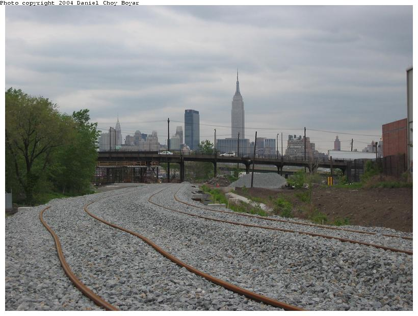 (85k, 820x620)<br><b>Country:</b> United States<br><b>City:</b> Hoboken, NJ<br><b>System:</b> Hudson Bergen Light Rail<br><b>Location:</b> Three Roads to Lincoln Harbor <br><b>Photo by:</b> Daniel C. Boyar<br><b>Date:</b> 5/16/2003<br><b>Notes:</b> ROW continuing north, looping east<br><b>Viewed (this week/total):</b> 1 / 2187
