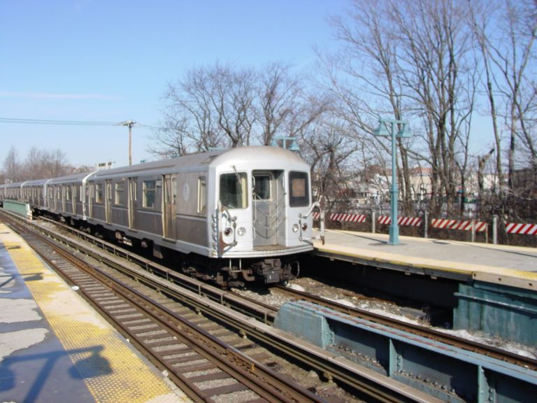 (86k, 768x576)<br><b>Country:</b> United States<br><b>City:</b> New York<br><b>System:</b> New York City Transit<br><b>Line:</b> BMT Brighton Line<br><b>Location:</b> Sheepshead Bay <br><b>Route:</b> Q<br><b>Car:</b> R-40M (St. Louis, 1969)  4493 <br><b>Photo by:</b> Richard Panse<br><b>Date:</b> 2/2004<br><b>Viewed (this week/total):</b> 0 / 2772