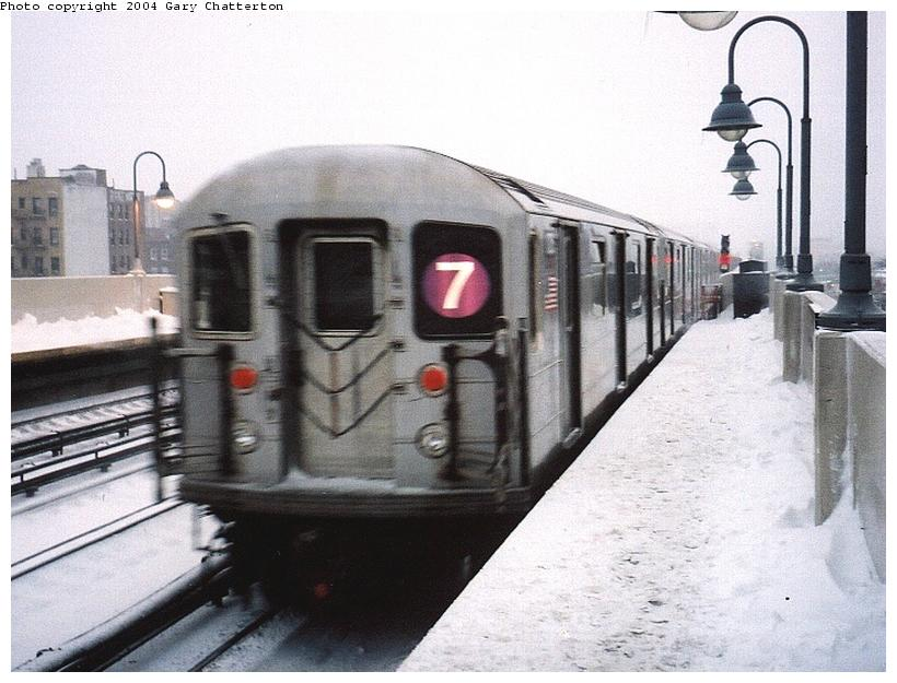 (78k, 820x625)<br><b>Country:</b> United States<br><b>City:</b> New York<br><b>System:</b> New York City Transit<br><b>Line:</b> IRT Flushing Line<br><b>Location:</b> 46th Street/Bliss Street <br><b>Route:</b> 7<br><b>Car:</b> R-62A (Bombardier, 1984-1987)  1725 <br><b>Photo by:</b> Gary Chatterton<br><b>Date:</b> 12/6/2003<br><b>Viewed (this week/total):</b> 3 / 2505