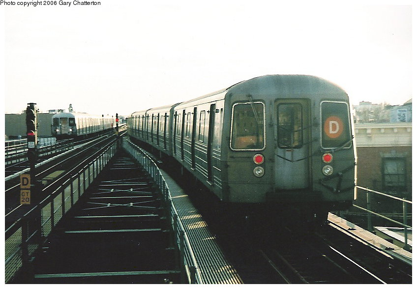 (102k, 848x587)<br><b>Country:</b> United States<br><b>City:</b> New York<br><b>System:</b> New York City Transit<br><b>Line:</b> BMT West End Line<br><b>Location:</b> 62nd Street <br><b>Route:</b> D<br><b>Car:</b> R-68 (Westinghouse-Amrail, 1986-1988)  2688 <br><b>Photo by:</b> Gary Chatterton<br><b>Date:</b> 2/6/2006<br><b>Viewed (this week/total):</b> 0 / 2048