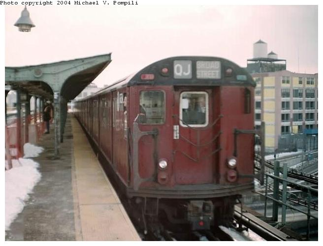 (45k, 656x500)<br><b>Country:</b> United States<br><b>City:</b> New York<br><b>System:</b> New York City Transit<br><b>Line:</b> BMT Canarsie Line<br><b>Location:</b> Atlantic Avenue <br><b>Route:</b> Fan Trip<br><b>Car:</b> R-33 World's Fair (St. Louis, 1963-64) 9331 <br><b>Photo by:</b> Michael Pompili<br><b>Date:</b> 12/8/2002<br><b>Viewed (this week/total):</b> 0 / 3283