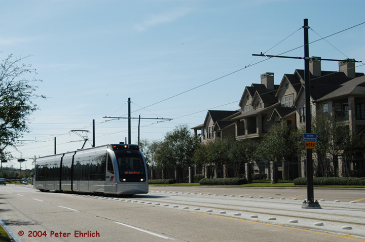 (119k, 720x478)<br><b>Country:</b> United States<br><b>City:</b> Houston, TX<br><b>System:</b> Houston METRORail<br><b>Location:</b> Braeswood & Greenbriar <br><b>Car:</b> Siemens Avanto 105 <br><b>Photo by:</b> Peter Ehrlich<br><b>Date:</b> 2/6/2004<br><b>Notes:</b> A northbound train has just turned onto Braeswood from Greenbriar.<br><b>Viewed (this week/total):</b> 5 / 3483