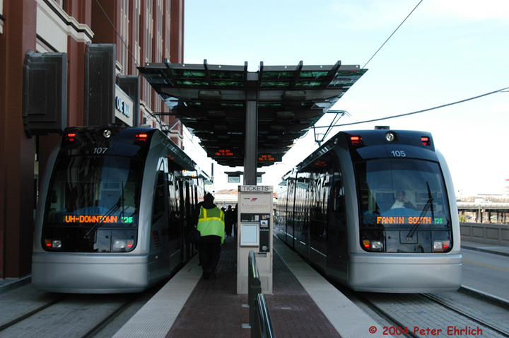 (128k, 720x478)<br><b>Country:</b> United States<br><b>City:</b> Houston, TX<br><b>System:</b> Houston METRORail<br><b>Location:</b> UH-Downtown <br><b>Car:</b> Siemens Avanto 107/105 <br><b>Photo by:</b> Peter Ehrlich<br><b>Date:</b> 2/6/2004<br><b>Viewed (this week/total):</b> 1 / 5261