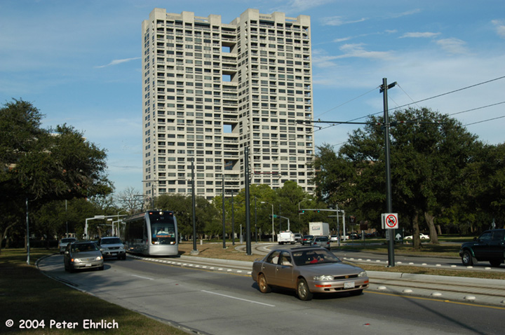 (159k, 720x478)<br><b>Country:</b> United States<br><b>City:</b> Houston, TX<br><b>System:</b> Houston METRORail<br><b>Location:</b> Hermann Park & Golf Course Drive <br><b>Car:</b> Siemens Avanto 117 <br><b>Photo by:</b> Peter Ehrlich<br><b>Date:</b> 2/5/2004<br><b>Viewed (this week/total):</b> 0 / 2465
