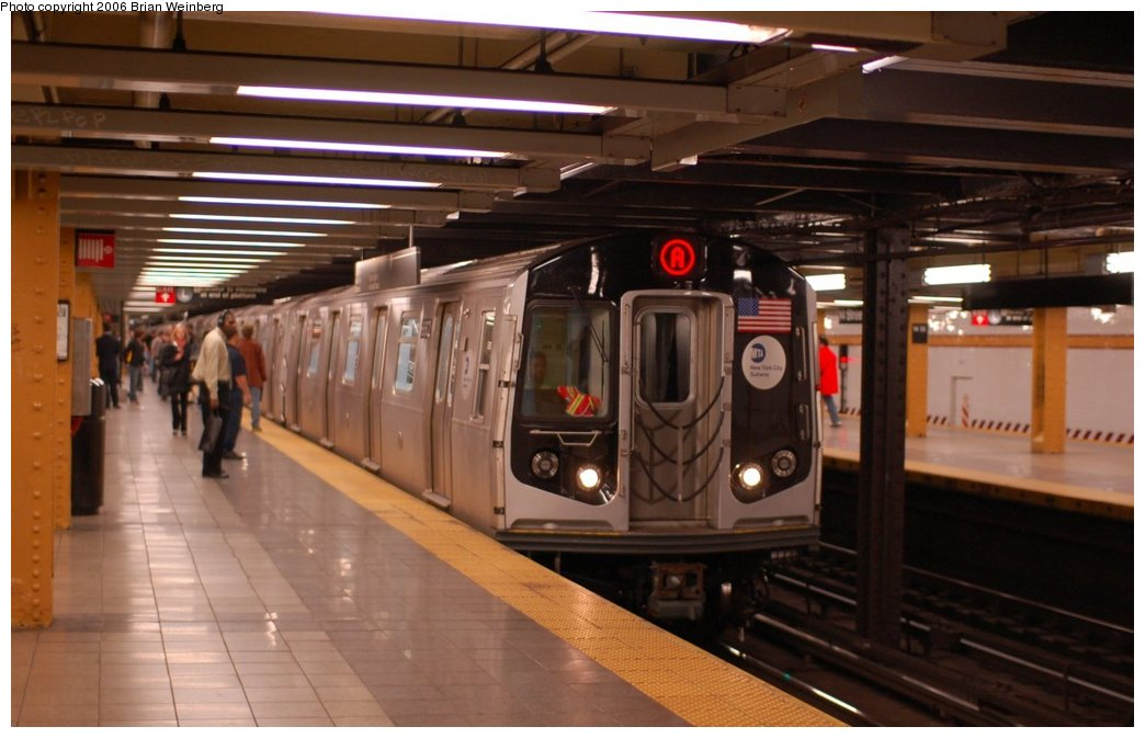 (183k, 1044x673)<br><b>Country:</b> United States<br><b>City:</b> New York<br><b>System:</b> New York City Transit<br><b>Line:</b> IND 8th Avenue Line<br><b>Location:</b> 14th Street <br><b>Route:</b> A<br><b>Car:</b> R-160A-2 (Alstom, 2005-2008, 5 car sets)  8662 <br><b>Photo by:</b> Brian Weinberg<br><b>Date:</b> 10/17/2006<br><b>Notes:</b> Second day of 30 day test.<br><b>Viewed (this week/total):</b> 1 / 7684