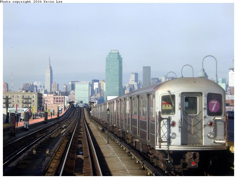(70k, 820x620)<br><b>Country:</b> United States<br><b>City:</b> New York<br><b>System:</b> New York City Transit<br><b>Line:</b> IRT Flushing Line<br><b>Location:</b> 40th Street/Lowery Street <br><b>Route:</b> 7<br><b>Car:</b> R-62A (Bombardier, 1984-1987)   <br><b>Photo by:</b> Kevin Lee<br><b>Date:</b> 12/26/2003<br><b>Viewed (this week/total):</b> 0 / 3328