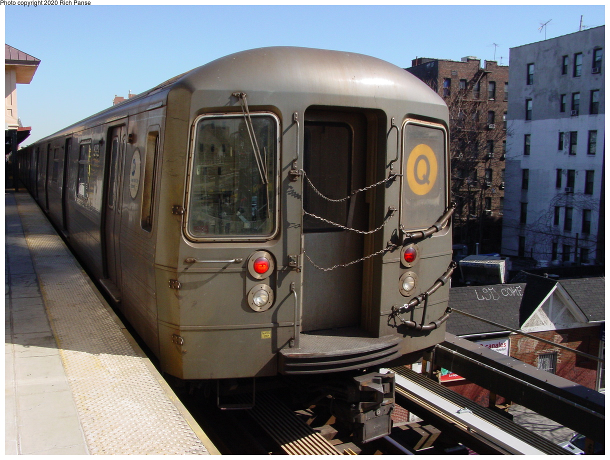 (69k, 768x576)<br><b>Country:</b> United States<br><b>City:</b> New York<br><b>System:</b> New York City Transit<br><b>Line:</b> BMT Brighton Line<br><b>Location:</b> Brighton Beach <br><b>Route:</b> Q<br><b>Car:</b> R-68A (Kawasaki, 1988-1989)  5170 <br><b>Photo by:</b> Richard Panse<br><b>Date:</b> 2/28/2004<br><b>Viewed (this week/total):</b> 0 / 3030