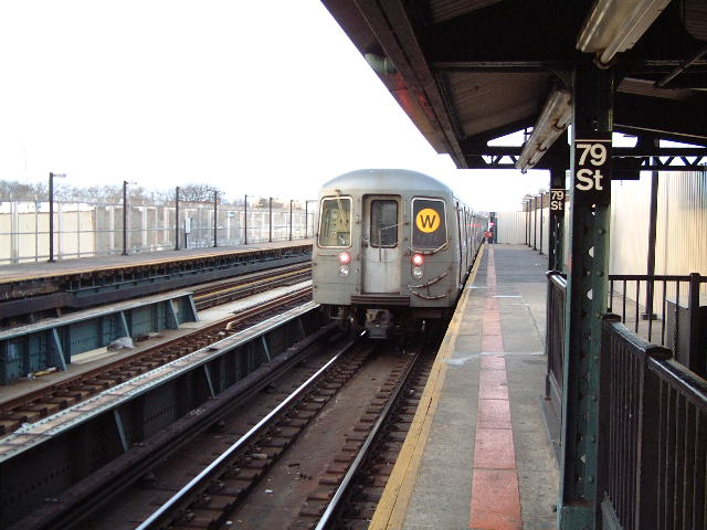 (71k, 640x480)<br><b>Country:</b> United States<br><b>City:</b> New York<br><b>System:</b> New York City Transit<br><b>Line:</b> BMT West End Line<br><b>Location:</b> 79th Street <br><b>Route:</b> W<br><b>Car:</b> R-68A (Kawasaki, 1988-1989)  5033 <br><b>Photo by:</b> Mike DiMeglio<br><b>Date:</b> 3/9/2002<br><b>Viewed (this week/total):</b> 0 / 6005