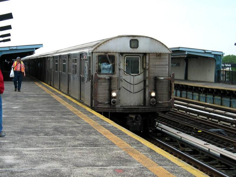 (83k, 800x600)<br><b>Country:</b> United States<br><b>City:</b> New York<br><b>System:</b> New York City Transit<br><b>Line:</b> BMT Culver Line<br><b>Location:</b> Bay Parkway (22nd Avenue) <br><b>Route:</b> F<br><b>Car:</b> R-32 (Budd, 1964)  3541 <br><b>Photo by:</b> David of Broadway<br><b>Date:</b> 6/8/2003<br><b>Viewed (this week/total):</b> 3 / 4170