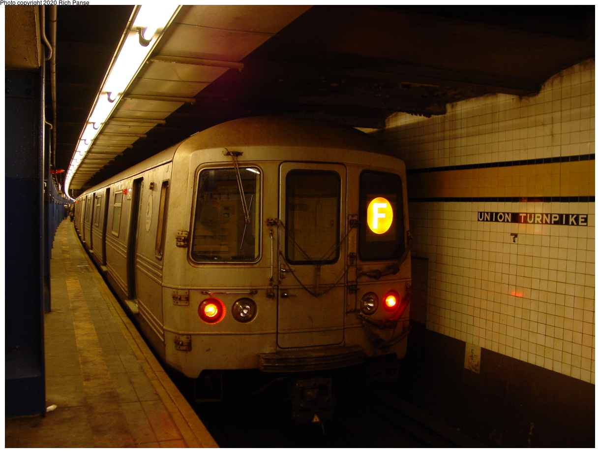 (74k, 820x620)<br><b>Country:</b> United States<br><b>City:</b> New York<br><b>System:</b> New York City Transit<br><b>Line:</b> IND Queens Boulevard Line<br><b>Location:</b> Union Turnpike/Kew Gardens <br><b>Route:</b> F<br><b>Car:</b> R-46 (Pullman-Standard, 1974-75) 6040 <br><b>Photo by:</b> Richard Panse<br><b>Date:</b> 2/4/2004<br><b>Viewed (this week/total):</b> 0 / 4249