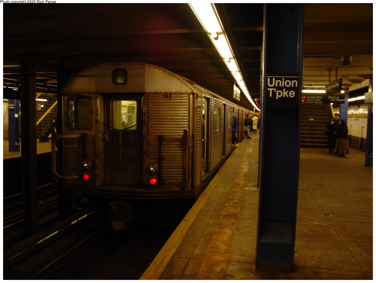 (76k, 820x620)<br><b>Country:</b> United States<br><b>City:</b> New York<br><b>System:</b> New York City Transit<br><b>Line:</b> IND Queens Boulevard Line<br><b>Location:</b> Union Turnpike/Kew Gardens <br><b>Route:</b> E<br><b>Car:</b> R-32 (Budd, 1964)  3727 <br><b>Photo by:</b> Richard Panse<br><b>Date:</b> 2/4/2004<br><b>Viewed (this week/total):</b> 4 / 4254