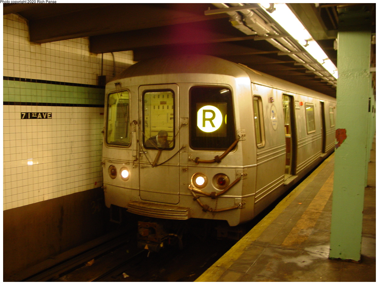(69k, 820x620)<br><b>Country:</b> United States<br><b>City:</b> New York<br><b>System:</b> New York City Transit<br><b>Line:</b> IND Queens Boulevard Line<br><b>Location:</b> 71st/Continental Aves./Forest Hills <br><b>Route:</b> R<br><b>Car:</b> R-46 (Pullman-Standard, 1974-75)  <br><b>Photo by:</b> Richard Panse<br><b>Date:</b> 2/4/2004<br><b>Viewed (this week/total):</b> 4 / 11044