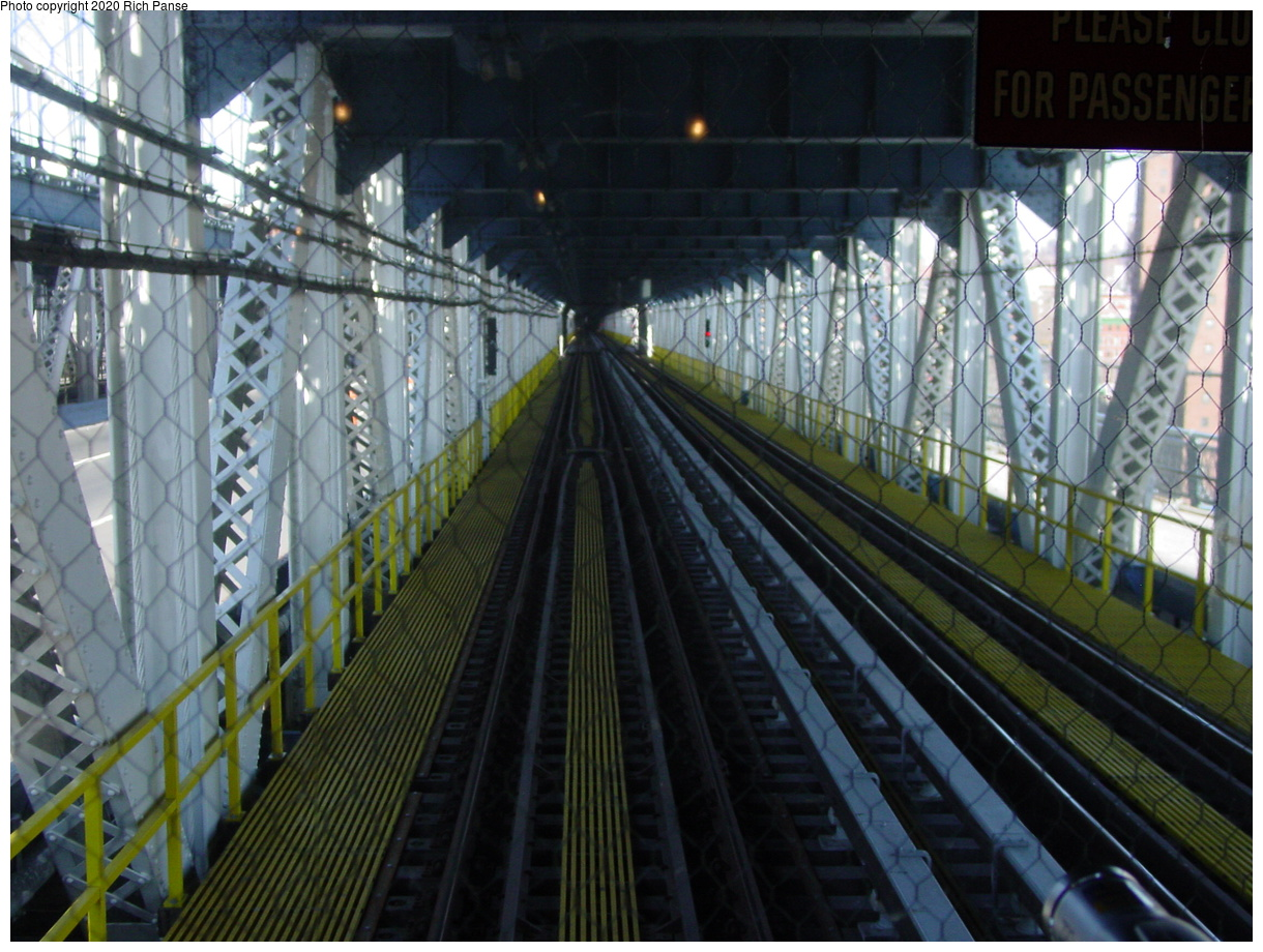 (95k, 820x620)<br><b>Country:</b> United States<br><b>City:</b> New York<br><b>System:</b> New York City Transit<br><b>Location:</b> Manhattan Bridge<br><b>Photo by:</b> Richard Panse<br><b>Date:</b> 2/28/2004<br><b>Viewed (this week/total):</b> 3 / 4256
