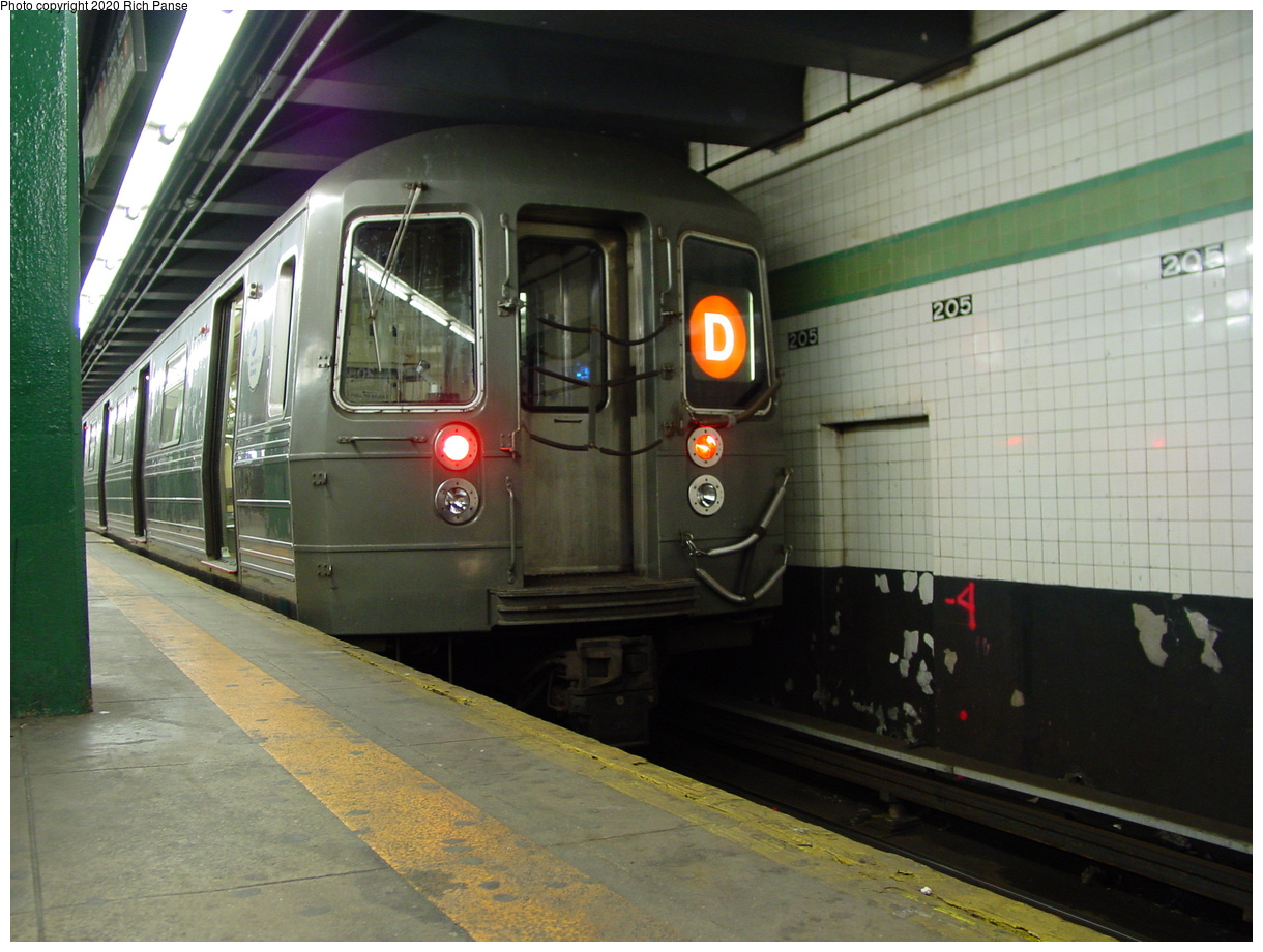 (78k, 820x620)<br><b>Country:</b> United States<br><b>City:</b> New York<br><b>System:</b> New York City Transit<br><b>Line:</b> IND Concourse Line<br><b>Location:</b> 205th Street <br><b>Route:</b> D<br><b>Car:</b> R-68/R-68A Series (Number Unknown)  <br><b>Photo by:</b> Richard Panse<br><b>Date:</b> 2/28/2004<br><b>Viewed (this week/total):</b> 1 / 4894