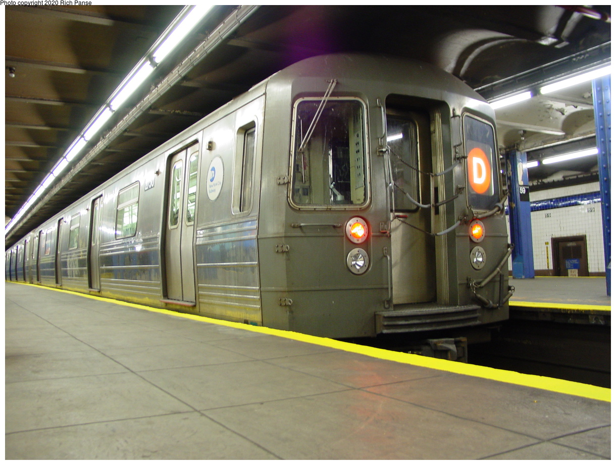 (76k, 820x620)<br><b>Country:</b> United States<br><b>City:</b> New York<br><b>System:</b> New York City Transit<br><b>Line:</b> IND 8th Avenue Line<br><b>Location:</b> 59th Street/Columbus Circle <br><b>Route:</b> D<br><b>Car:</b> R-68 (Westinghouse-Amrail, 1986-1988)  2750 <br><b>Photo by:</b> Richard Panse<br><b>Date:</b> 2/29/2004<br><b>Viewed (this week/total):</b> 0 / 3408