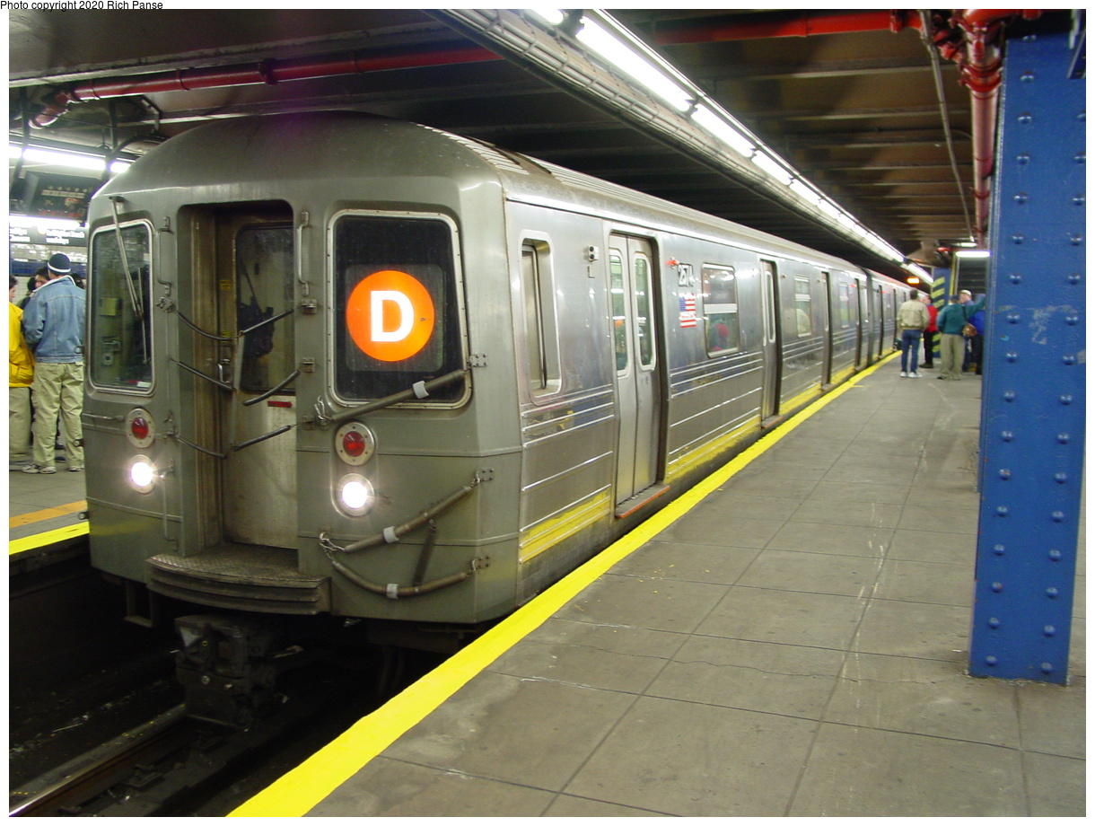 (80k, 820x620)<br><b>Country:</b> United States<br><b>City:</b> New York<br><b>System:</b> New York City Transit<br><b>Line:</b> IND 8th Avenue Line<br><b>Location:</b> 59th Street/Columbus Circle <br><b>Route:</b> D<br><b>Car:</b> R-68 (Westinghouse-Amrail, 1986-1988)  2574 <br><b>Photo by:</b> Richard Panse<br><b>Date:</b> 2/29/2004<br><b>Viewed (this week/total):</b> 2 / 5414