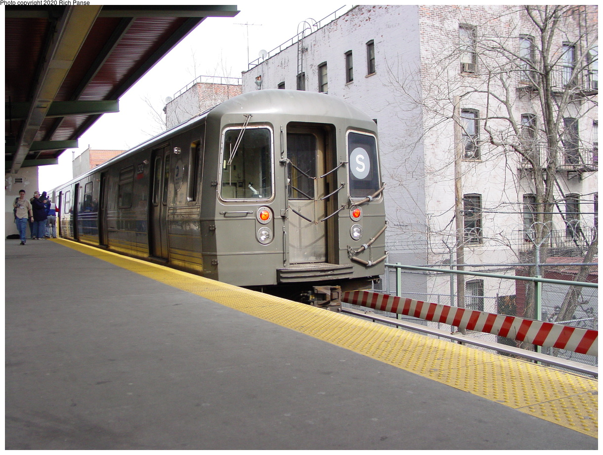 (100k, 820x620)<br><b>Country:</b> United States<br><b>City:</b> New York<br><b>System:</b> New York City Transit<br><b>Line:</b> BMT Franklin<br><b>Location:</b> Park Place <br><b>Route:</b> Franklin Shuttle<br><b>Car:</b> R-68 (Westinghouse-Amrail, 1986-1988)  2924 <br><b>Photo by:</b> Richard Panse<br><b>Date:</b> 2/29/2004<br><b>Viewed (this week/total):</b> 1 / 7427